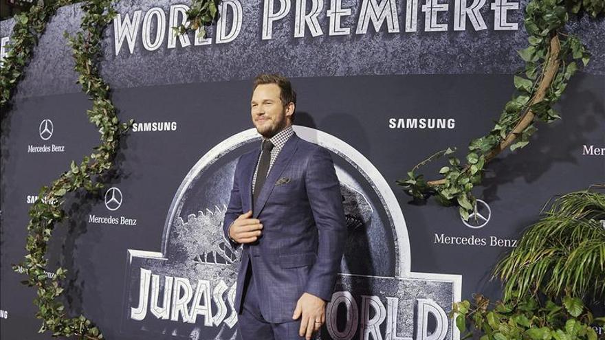 Jurassic world abre sus puertas en los cines de ee uu for Puerta jurassic world