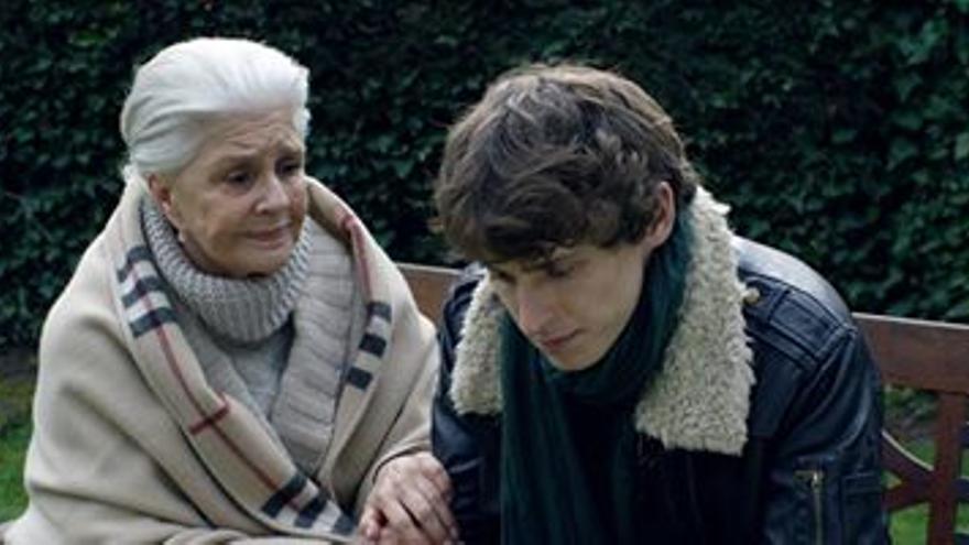 Lola Herrera y Nicolás Coronado, en el filme de Andreu Castro