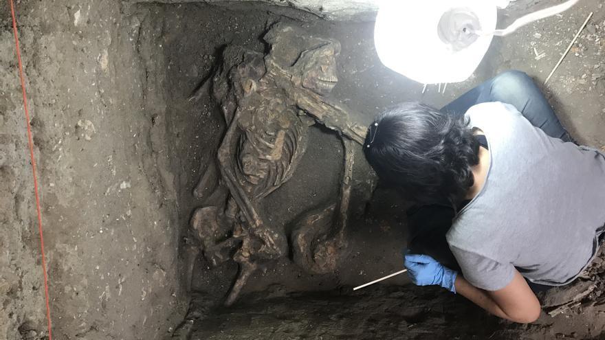 Uno de los esqueletos localizados en el cementerio dos Pretos Novos.
