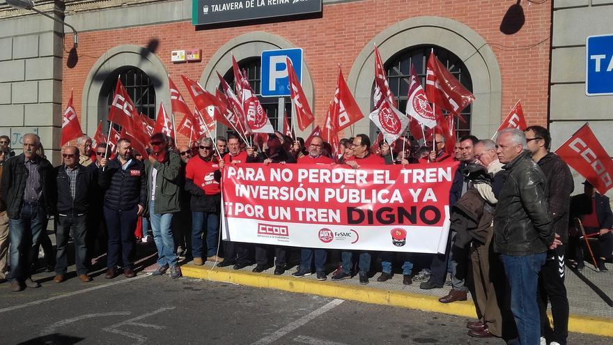 Concentración de trabajadores de Adif, hoy, en Talavera