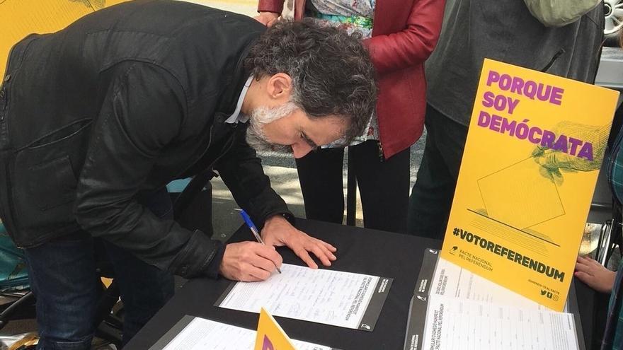 El Pacte pel Referèndum volverá a recoger más firmas el 1 de mayo