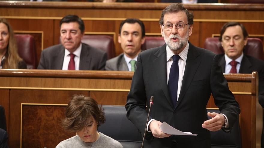 Rajoy defiende que los colegios enseñen valores de las FFAA y Rufián le acusa de recuperar la educación franquista