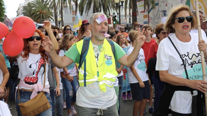 Eugenio Reyes (BE-MAGEC) en la manifestación contra la ampliación del muelle de Agaete.