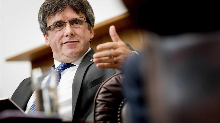 """Puigdemont exige """"diálogo"""" a Sánchez y avisa de que se le """"acaba"""" el tiempo"""