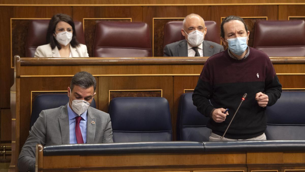 Pablo Iglesias junto a Pedro Sánchez en una imagen de archivo.