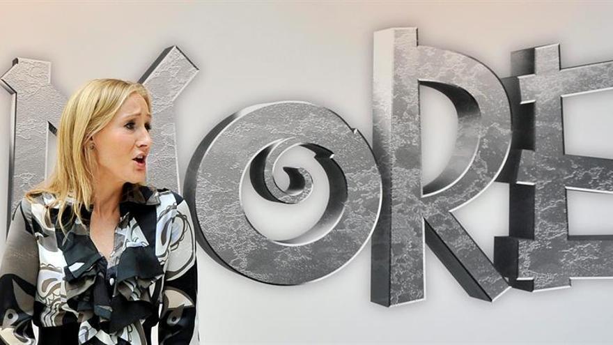 J.K. Rowling presenta su nueva saga de aventuras conectadas con Harry Potter