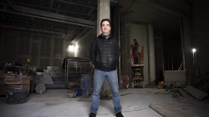 Miguel Ángel Pérez en las obras de los Cines Embajadores