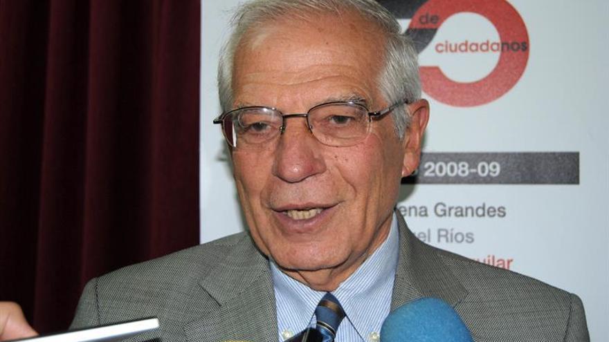 """Borrell defiende el trabajo en Abengoa y se muestra """"tranquilo"""" para declarar"""