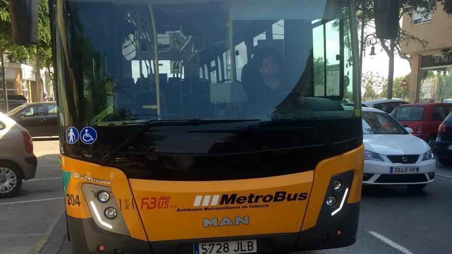 Uno de los autobuses de la línea 150 de Metrobús