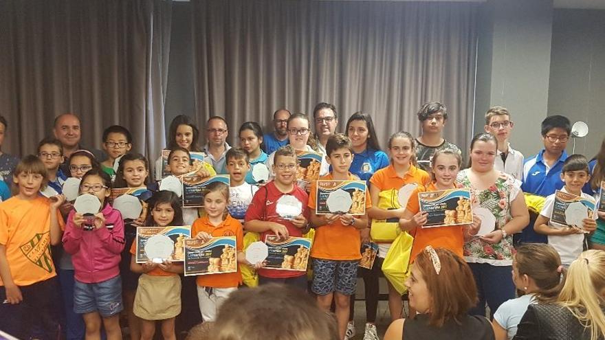 Grupo de participantes en los Campeonatos de Canarias de edades disputados el pasado fin de semana. Foto: Ajedrez La Palma.