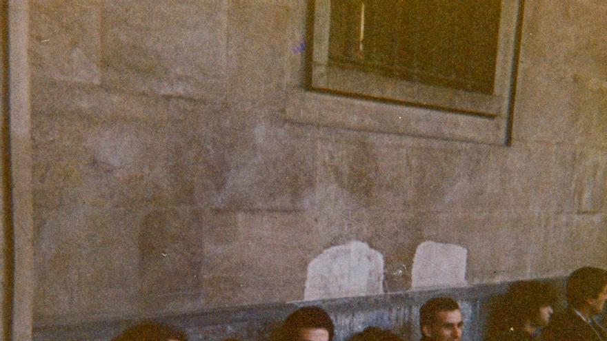Protesta a favor de la objeción de conciencia frente al Gobierno Militar de Santander en 1986. | DESMEMORIADOS