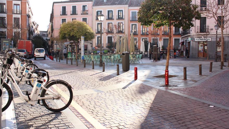 La Plaza Juan Pujol de Malasaña (Madrid), a la que le cambiarán el nombre aplicando la Ley de la Memoria Histórica / Carolina Martínez
