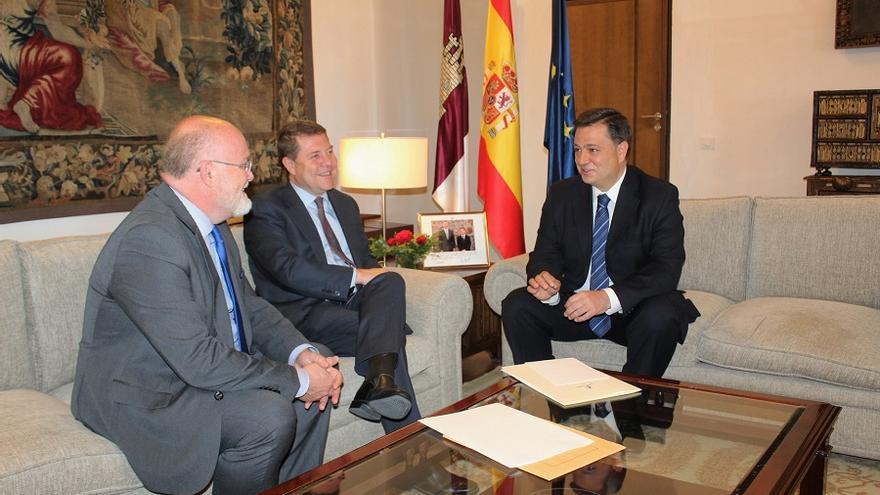 Reunión entre el alcalde de Albacete, Manuel Serrano, y el presidente de Castilla-La Mancha, Emiliano García-Page