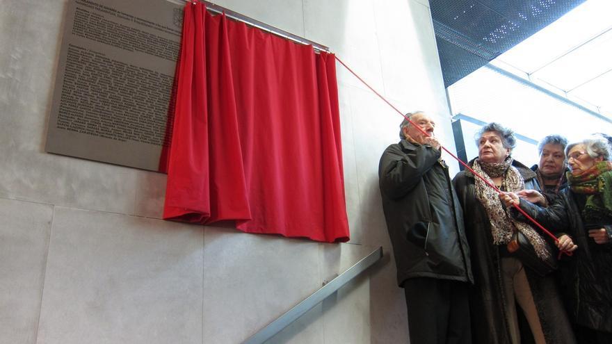 Colocada en el Parlamento foral una placa en recuerdo de los cargos electos navarros asesinados en 1936