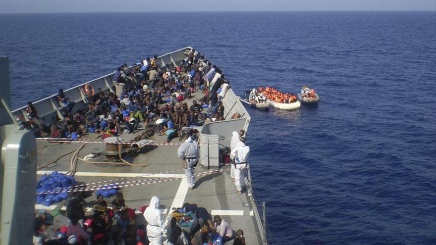 "La fragata ""Navarra"" rescata a 578 inmigrantes, 83 niños, frente a Libia"