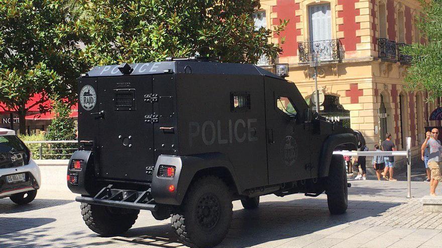 Una tanqueta de los RAID de la Policía Nacional de Francia