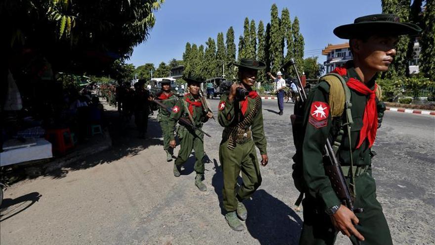 HRW denuncia la prohibición de criticar al Ejército birmano en los medios estatales