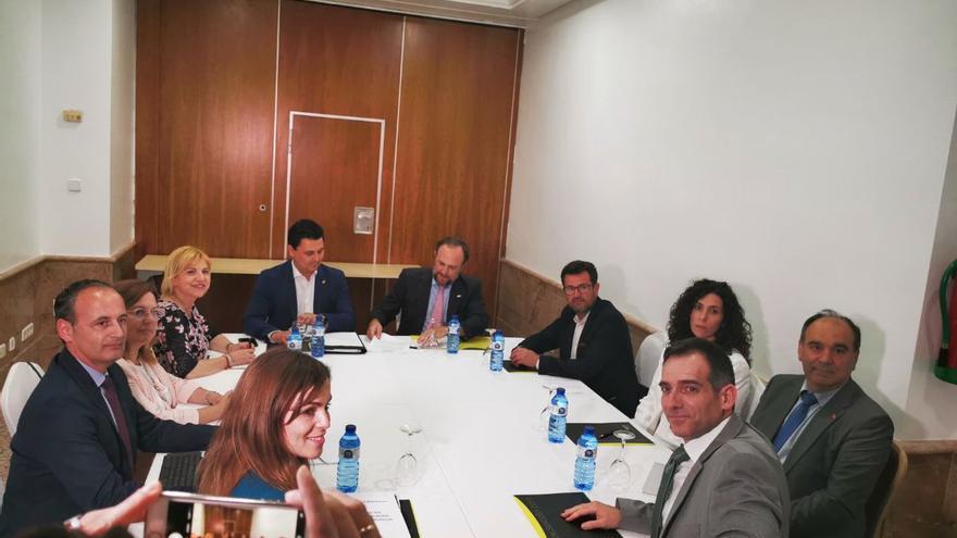 Negociaciones entre PP y Vox para un acuerdo de gobernabilidad en la Región de Murcia