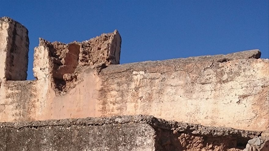 Las grietas dañan diversos muros del castillo