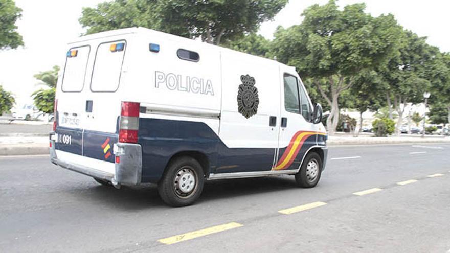 Furgón Policía Nacional.