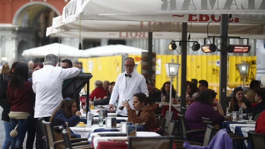 La mitad del empleo creado este año corresponde a comercio y hostelería
