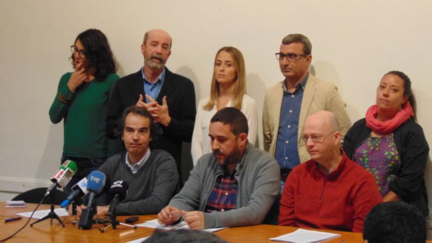 Anuncio del abandono de la comisión de las grúas por la oposición, salvo el PP, en La Laguna