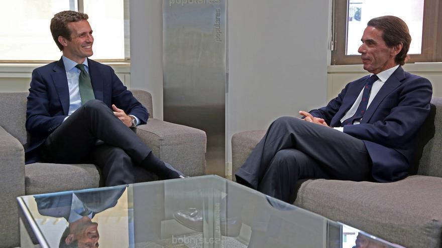 Casado y Aznar durante su reunión en Génova, el pasado julio.