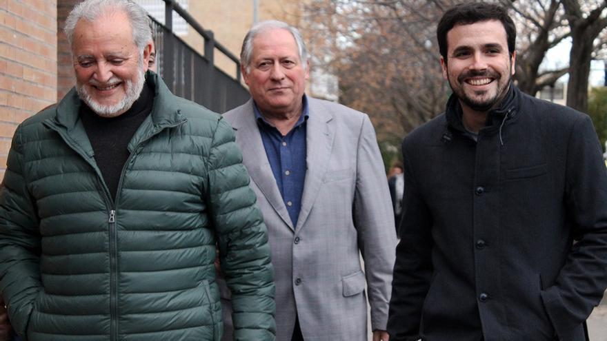 Anguita, Felipe Alcaraz y Alberto Garzón. / JUANMI BAQUERO