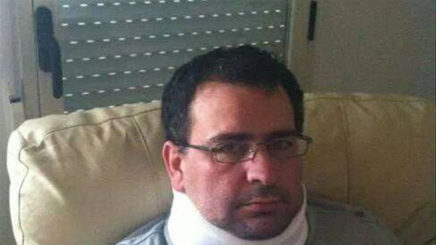 Adolfo Infante, con collarín tras el ataque homófobo sufrido en Palencia