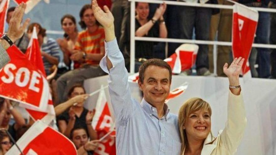 Etelvina Andreu junto a Rodríguez Zapatero en un mitin del PSOE