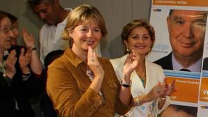 María Australia Navarro y Josefa Luzardo poco después de que la resolución de Ordenación Territorial fuera obviada.
