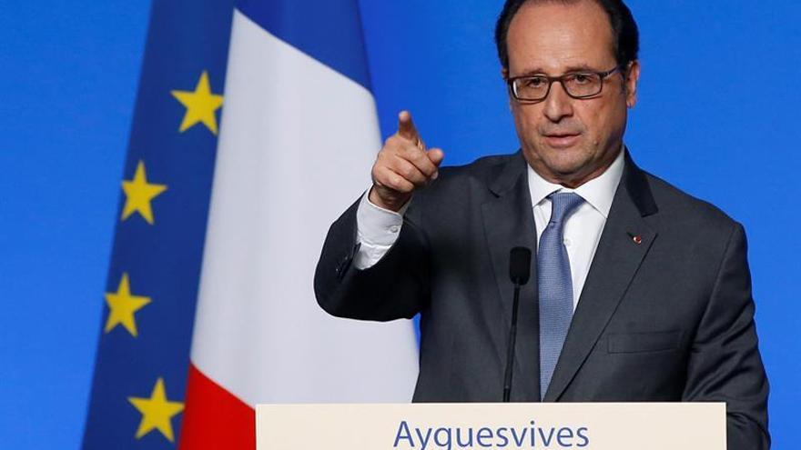 La Asamblea Nacional francesa frena una propuesta para destituir a Hollande
