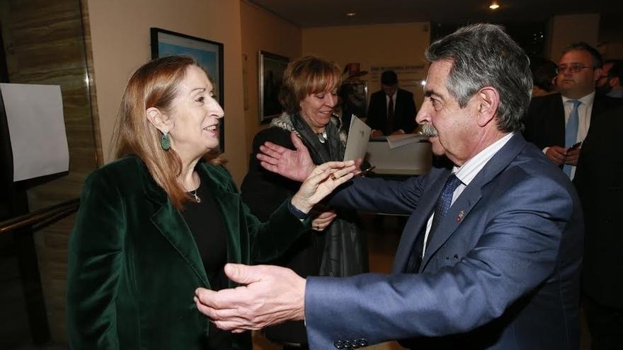 """Revilla sitúa el origen de España en Liébana y 'se declara' a la presidenta del Congreso: """"Ana, te quiero"""""""