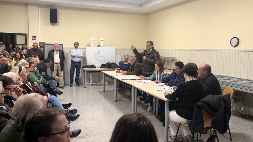 Asamblea entre vecinos de Las Chumberas y el alcalde de La Laguna, José Alberto Díaz