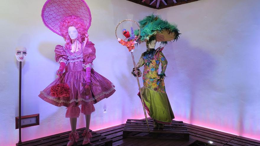 Los trajes de Carnaval de Hortensio Valles destacan por su vistosidad.