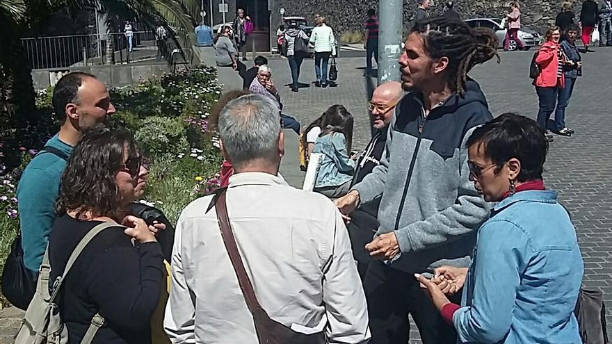 El cabeza de lista de Unidas Podemos al Congreso por la provincia de Santa Cruz, Alberto Rodríguez, se reunió en el Hospital Universitario de Canarias (HUC) con representantes de la plataforma de técnicos sanitarios.