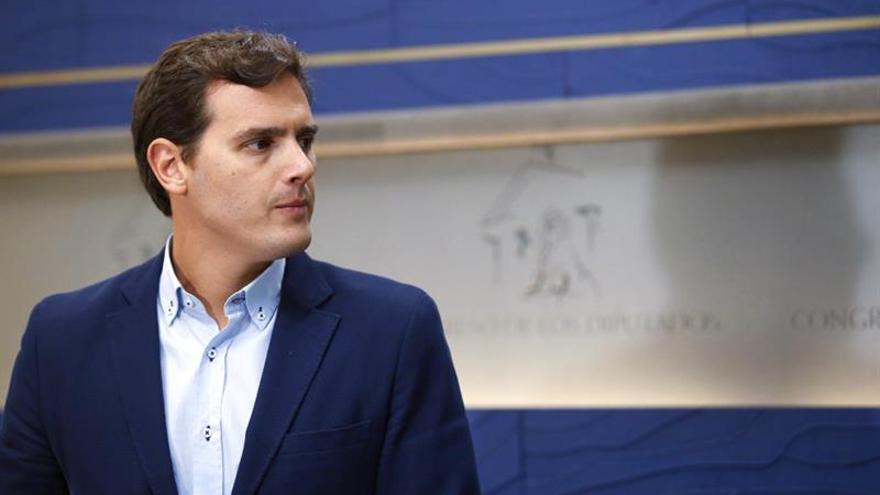 Rajoy analiza con Rivera la respuesta a las decisiones del Parlament