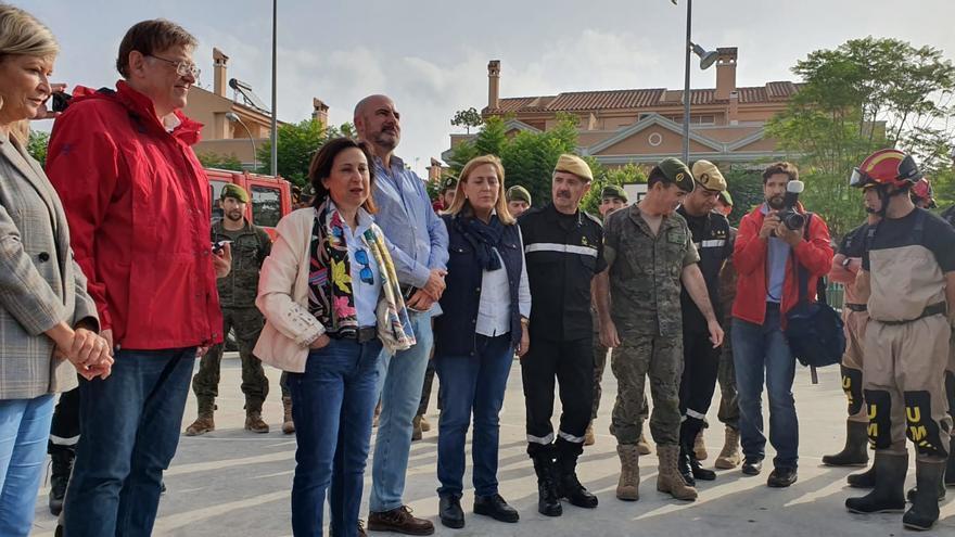 El president Ximo Puig y la consellera de Justicia, Gabriela Bravo, junto a la ministra de Defensa, Margarita Robles, en Orihuela