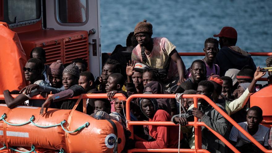 """""""Partir o morir"""", los cayucos de colores de Senegal vuelven a Canarias """