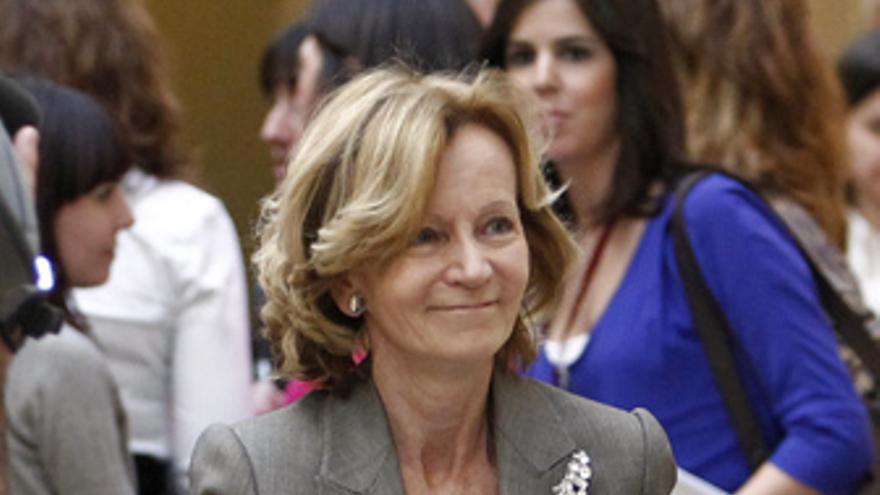 Elena Salgado, en los pasillos del Senado