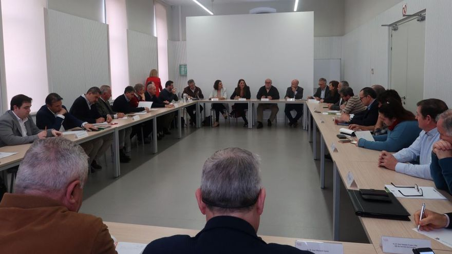Un instante de la reunión entre la consellera Mireia Mollà y los representantes de las organizaciones agrarias valencianas.