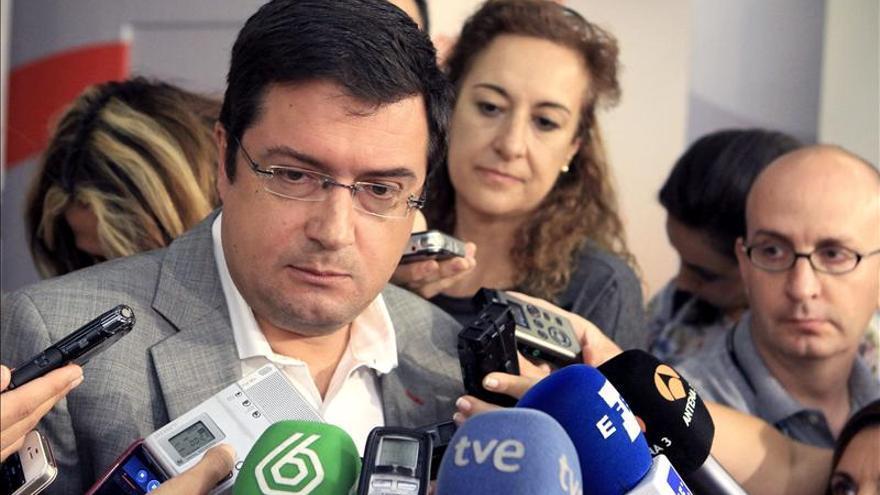 López (PSOE) no descarta abordar el cambio constitucional en un año sin Rajoy