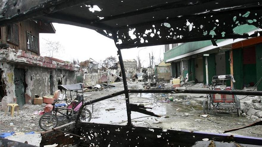 Miles de desplazados por los combates entre rebeldes en el sur de Filipinas