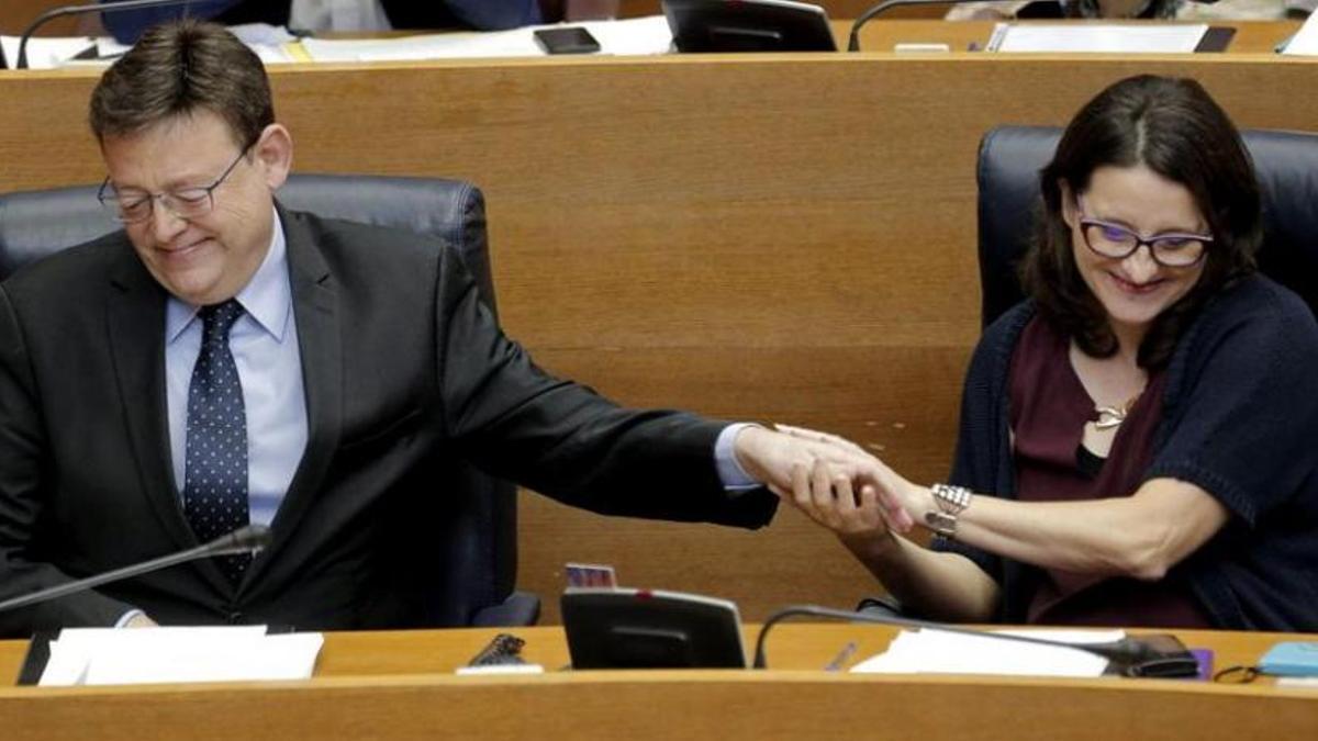 Ximo Puig y Mónica Oltra en las Corts Valencianes.