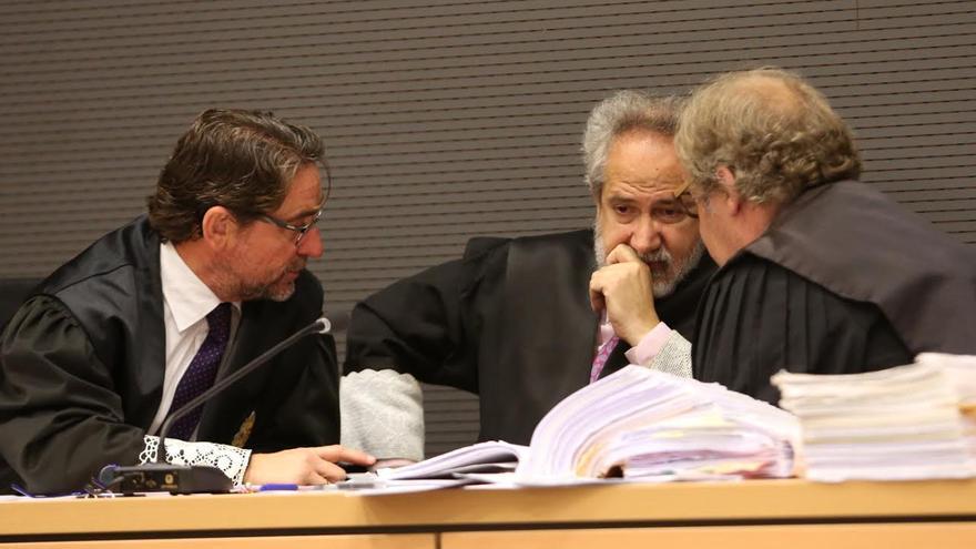 Salvador Alba, Emilio Moya y Carlos Vielba. (ALEJANDRO RAMOS)