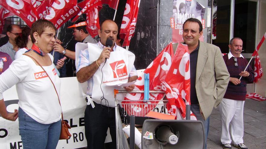 Carmelo Pérez Martín (centro) en un acto sindical.