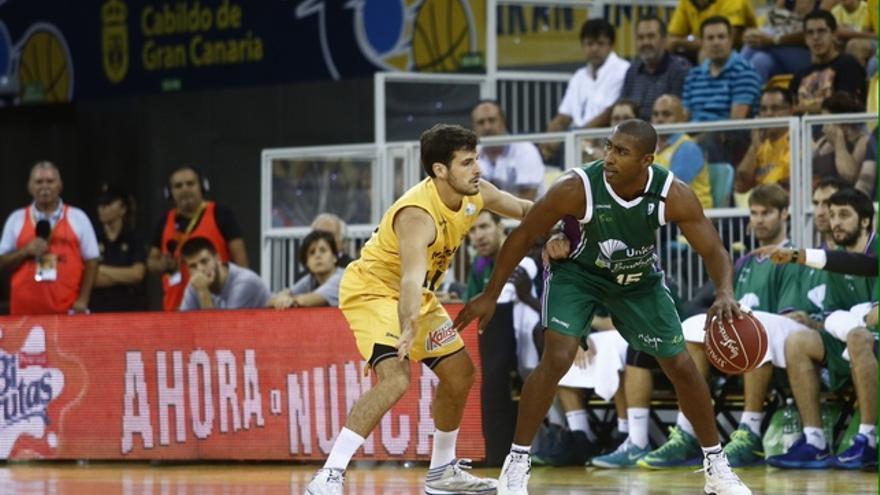 Tomás Bellas defiende a Granger. ACB Photo/M.Henríquez