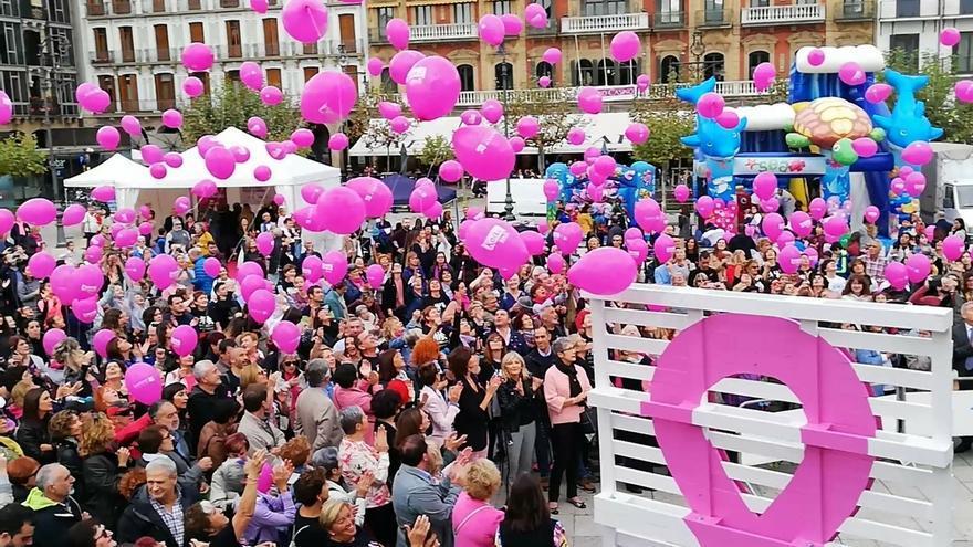 Saray tiñe de rosa Pamplona por el Día Internacional del cáncer de mama