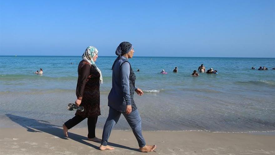 La ONU urge levantar la restricción al burkini en Francia