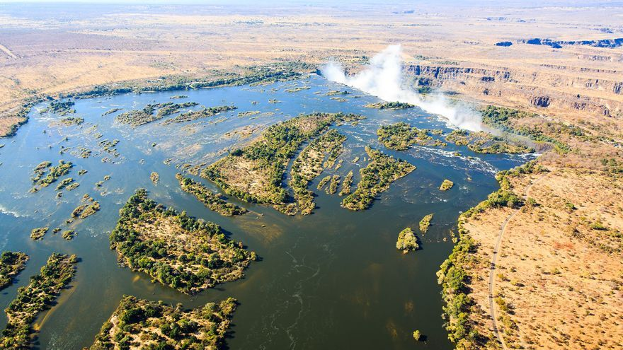 El Zambeze se estanca en la llanura poco antes de caer por las cataratas. dsopfe
